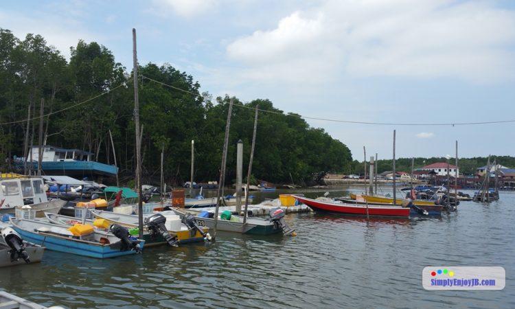 Johor bahru fishing village near tuas checkpoint my cms for Koi pond johor bahru